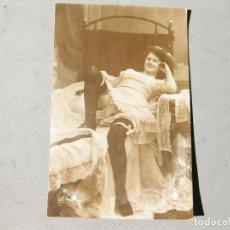 Fotografía antigua: ANTIGUA FOTOGRAFÍA TAMAÑO POSTAL ERÓTICA. Lote 162674142