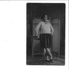 Fotografía antigua: SEÑORITA POSANDO CON BIOMBO. SANCHIS. ALCOY. Lote 162937874