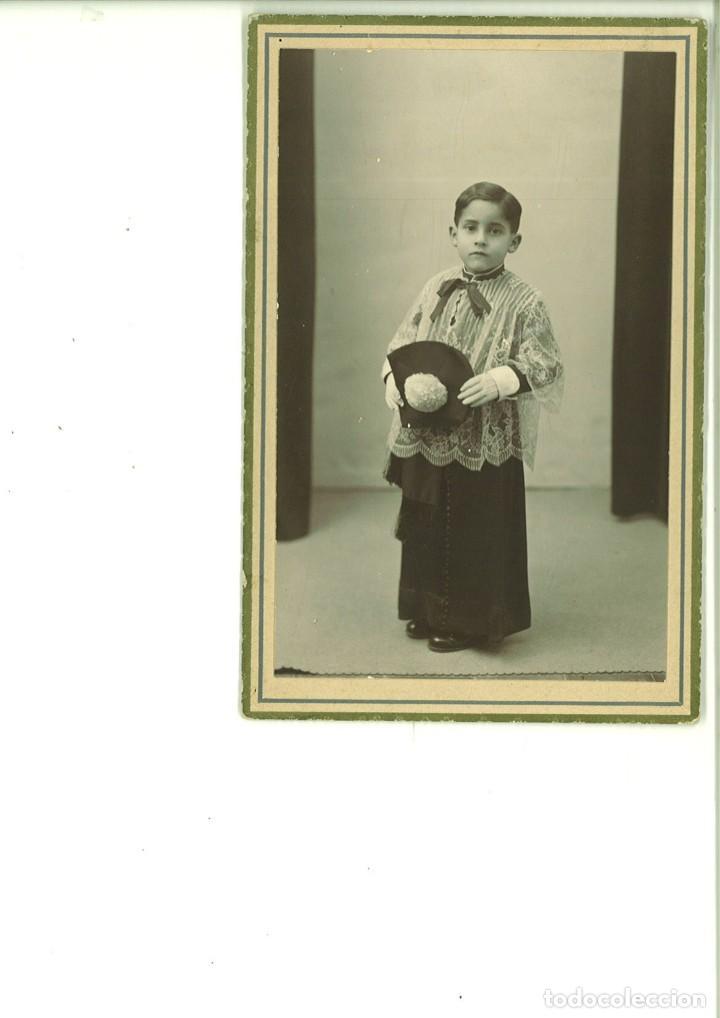 NIÑO POSANDO VESTIDO DE MONAGUILLO. FOTO STUDIO. ALCOY (Fotografía Antigua - Tarjeta Postal)