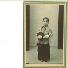 Fotografía antigua: NIÑO POSANDO VESTIDO DE MONAGUILLO. FOTO STUDIO. ALCOY. Lote 162946586