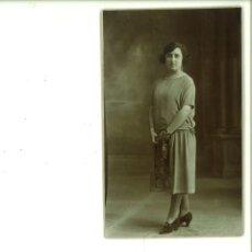 Fotografía antigua: SEÑORITA POSANDO EN ESTUDIO. SANCHÍS FOTÓGRAFO. ALCOY,. Lote 162947306