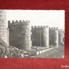 Fotografía antigua: FOTO TARJETA POSTAL, LAS MURALLAS, AVILA 1956, TROQUELADA. Lote 164190342
