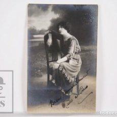 Fotografía antigua: ANTIGUA FOTOGRAFÍA / POSTAL - RETRATO DE MUJER EN SILLA ART DÉCO - ALOGRAFF, BARCELONA -SIN CIRCULAR. Lote 164678702