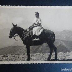 Fotografía antigua: ANTIGUA TARJETA FOTOGRÁFICA TIPO POSTAL , MUJER A CABALLO, VER FOTOS. Lote 165293326