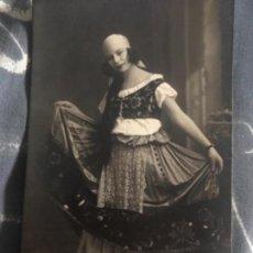 Fotografía antigua: ANTIGUA FOTOGRAFÍA POSTAL MUJER TRAJE REGIONAL ALOGRAFF BARCELONA . Lote 165872714