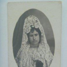 Fotografía antigua: PRECIOSO RETRATO DE SEÑORITA CON PEINETA Y MANTILLA, AÑOS 20 . DE A. GUERRERO. Lote 166670190