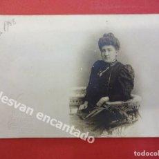 Fotografía antigua: DAMA POSANDO EN ESTUDIO BANUS FOTÓGRAFO. CANUDA. BARCELONA. Lote 167923492