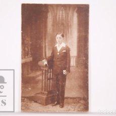 Fotografía antigua: ANTIGUA FOTOGRAFÍA - NIÑO VESTIDO DE PRIMERA COMUNIÓN - ART FOTOGRÁFIC RIBÓ, BARCELONA. Lote 168568344