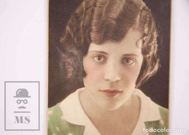 Fotografía antigua: Antigua Fotografía en Color - Retrato de Chica con Blusa Verde - Fot. Olympia, Barcelona - Foto 2 - 168568676