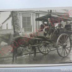Fotografía antigua: FOTOGRAFÍA ANTIGUA. SEÑORES EN TARTANA. (8,7 CM X 14 CM).. Lote 169651480