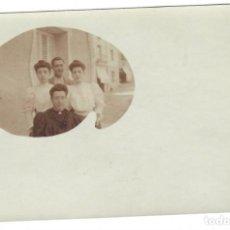 Fotografía antigua: COLECCIONISMO FOTOGRÁFICO: MADRE CON HIJOS (TARJETA POSTAL). Lote 169852420