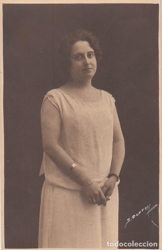 DERREY VALENCIA RETRATO JOVEN MUJER CON PULSERAS. FOTO TARJETA POSTAL 1925 AA (Fotografía Antigua - Tarjeta Postal)