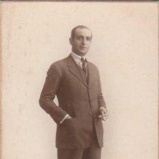 Fotografía antigua: DERREY VALENCIA RETRATO JOVEN CABALLERO CON CIGARRO. FOTO TARJETA POSTAL 1924 AA. Lote 171296687