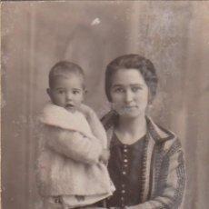 Fotografía antigua: DERREY VALENCIA JOVEN MADRE Y BEBÉ, BONITO RETRATO FOTO TARJETA POSTAL 1928 AA. Lote 171297148
