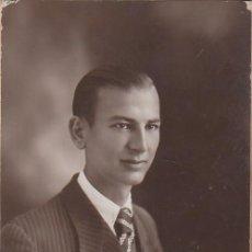 Fotografía antigua: DERREY VALENCIA BONITO RETRATO HOMBRE JOVEN CON CORBATA FOTO TARJETA POSTAL 1933 AA. Lote 171303860