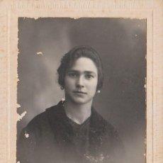 Fotografía antigua: DERREY VALENCIA PRECIOSO RETRATO JOVEN MUJER CON PENDIENTES DE PERLA FOTO TARJETA POSTAL 1925 AA. Lote 171304257
