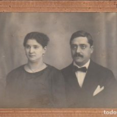 Fotografía antigua: DERREY VALENCIA ANTIGUO RETRATO DE PAREJA. FOTO TARJETA POSTAL 20S AA. Lote 171304400