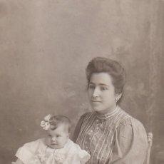 Fotografía antigua: DERREY VALENCIA BELLO RETRATO DE JOVEN MADRE Y SU BEBÉ FOTO TARJETA POSTAL 1910 AA. Lote 171305472