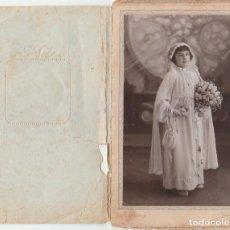 Fotografía antigua: DERREY VALENCIA NIÑA COMUNIÓN CON GRAN RAMO DE FLORES. FOTO TARJETA POSTAL 1936 AA. Lote 171305757