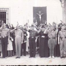 Fotografía antigua: GUERRA CIVIL O POS - GRUPO SOLDADOS Y MANDOS NACIONALES - FALANGE - ZONA EXTREMADURA - FOTO LLOPIS. Lote 172640732