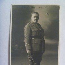 Fotografia antica: GUERRA DE AFRICA : FOTO DE CAPITAN DE INFANTERIA DEL PAVIA N º48, CON FUSTA. MELILLA, 1925. Lote 172742817