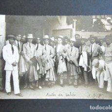 Fotografía antigua: AÑO 1918. FOTOGRAFÍA EN LA PLAZA DE TOROS ANTES DE SALIR. TOREROS. CARAS DEL MIEDO. . Lote 172779715