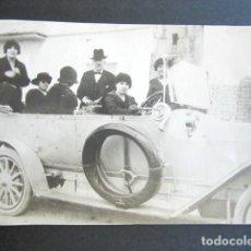 Fotografía antigua: ANTIGUA FOTOGRAFÍA EN COCHE DE ÉPOCA. PRINCIPIOS S XX. REVERSO ESCRITO. DESDE BARCELONA. MADRID.. Lote 172780053