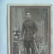 Fotografía antigua: REPUBLICA : FOTO DE ESTUDIO DE MILITAR DE ARTILLERIA CON SABLE. DE MIGUEL G. MARTINEZ, ZARAGOZA. Lote 172938207