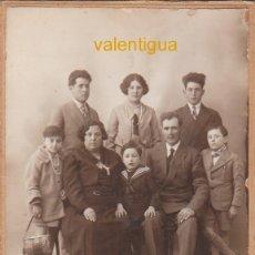 Fotografía antigua: ÚNICA FOTO TC. BELLO RETRATO FAMILIAR. PHOTO MARCHETEAU VIGNAL SUCCR, ARLES-SUR-RHÔNE, FRANCE 20S FF. Lote 173841742