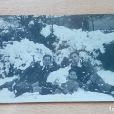 Fotografía antigua: FOTOGRAFIA ANTIGUA JOVENES EN LA NIEVE FOTOGRAFIA R. PRIETO VALDEPEÑAS 1927 . Lote 174233823