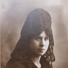 Fotografía antigua: FOTOGRAFÍA ANTIGUA-POSADO DE ESTUDIO-LLOPIS VALENCIA AÑOS 20 SELLADA. Lote 174589939