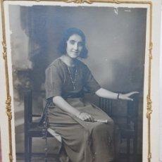 Fotografía antigua: FOTOGRAFÍA ANTIGUA-POSADO DE ESTUDIO-BERINGOLA MADRID 1922 SELLADA. Lote 174590860
