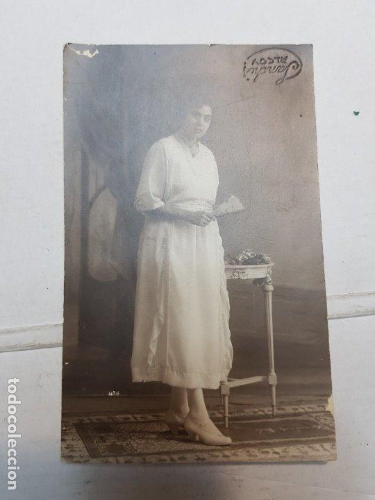 Fotografía antigua: Fotografía Antigua-Posado de Estudio-Sanchis Alcoy años 20 sellada - Foto 2 - 174601682