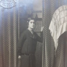 Fotografía antigua: FOTOGRAFÍA POSTAL ANTIGUA-POSADO DE ESTUDIO-ALCOY -PALACIO- MUJER ENTRE CORTINAS. Lote 174689257