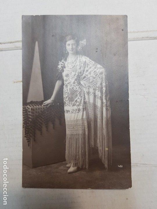 Fotografía antigua: Fotografía postal antigua-Posado de Estudio-Alcoy -Palacio- Mujer con traje Volantes - Foto 2 - 174973662