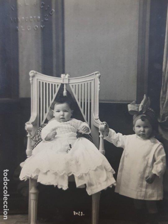 FOTOGRAFÍA POSTAL ANTIGUA-POSADO DE ESTUDIO-ALCOY -PALACIO- NIÑOS AÑOS 1910 (Fotografía Antigua - Tarjeta Postal)