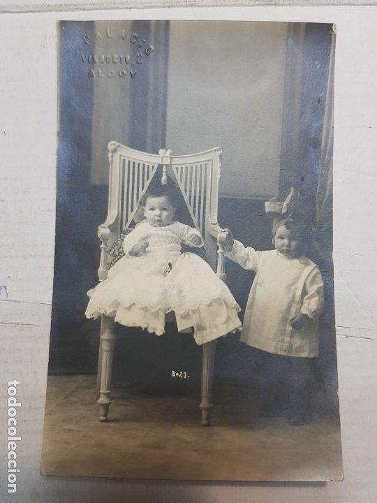 Fotografía antigua: Fotografía postal antigua-Posado de Estudio-Alcoy -Palacio- Niños años 1910 - Foto 2 - 174974093