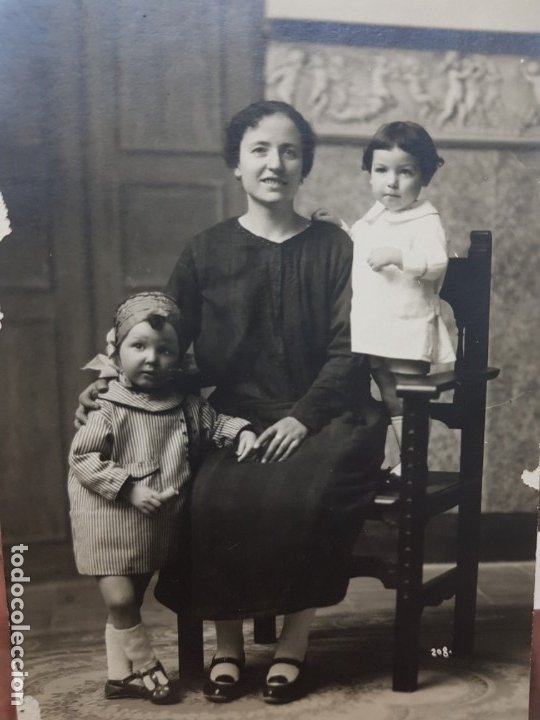 FOTOGRAFÍA POSTAL ANTIGUA-POSADO DE ESTUDIO-ALCOY - CARLIS PALACIO- FAMILIA AÑOS 1910 (Fotografía Antigua - Tarjeta Postal)