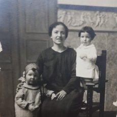 Fotografía antigua: FOTOGRAFÍA POSTAL ANTIGUA-POSADO DE ESTUDIO-ALCOY - CARLIS PALACIO- FAMILIA AÑOS 1910 . Lote 174974590