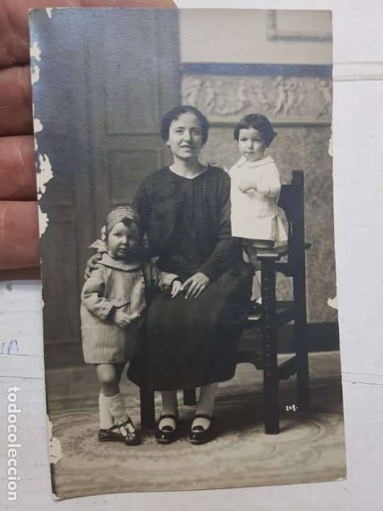 Fotografía antigua: Fotografía postal antigua-Posado de Estudio-Alcoy - Carlis Palacio- Familia años 1910 - Foto 2 - 174974590