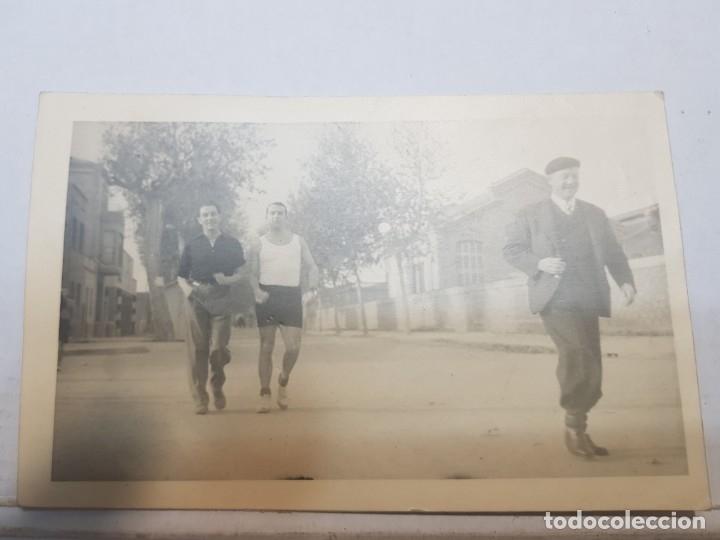 Fotografía antigua: Fotografía tarjeta postal Españoles en el exilio Francia lote 7 - Foto 2 - 175459158