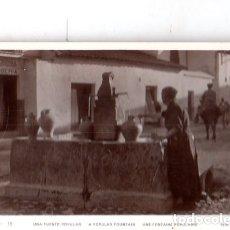 Fotografía antigua: TARJETA POSTAL FOTOGRAFICA. FOTO GODES. CORDOBA. UNA FUENTE POPULAR.. Lote 175673679