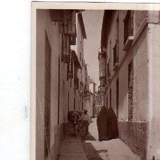 Fotografía antigua: TARJETA POSTAL FOTOGRAFICA. FOTO GODES. CORDOBA. UNA CALLE TIPICA.. Lote 175673755