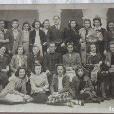 Fotografía antigua: ANTIGUA FOTOGRAFIA.ALUMNAS Y PROFESORES.INSTITUTO DE MERIDA.AÑOS 40?. Lote 175941785