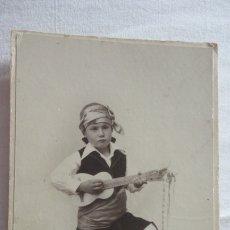 Fotografía antigua: ANTIGUA FOTOGRAFIA.NIÑO CON GUITARRA Y TRAJE TIPICO.FOTO BOCCONI.MERIDA.AÑOS 30?. Lote 175941878