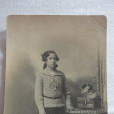 Fotografía antigua: ANTIGUA FOTOGRAFIA DE NIÑA.LA CARRACA.SAN FERNANDO CADIZ 1921.FOTO QUIJANO.. Lote 175942192