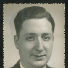 Fotografía antigua: FOTO *ESTUDIO LLACH, BARCELONA* AUTÓGRAFO SIN DESCIFRAR. FECHADA 1941.. Lote 176074777