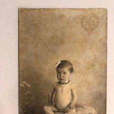 Fotografia antiga: FOTOGRAFÍA ANTIGUA. RETRATO DE NIÑA DESNUDA.., AUTOR FOTO: J DERREY (H.1920?). Lote 176232892