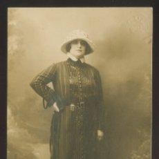 Fotografía antigua: FOTO *AMADEO, BARCELONA* AUTÓGRAFO *MERÇÈ NICOLAU I COSSON (1889-1968)* FECHADA 1920.. Lote 176269904