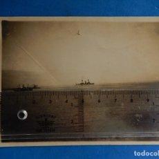 Fotografía antigua: FOTOGRAFÍA CON BARCOS.. Lote 176494193